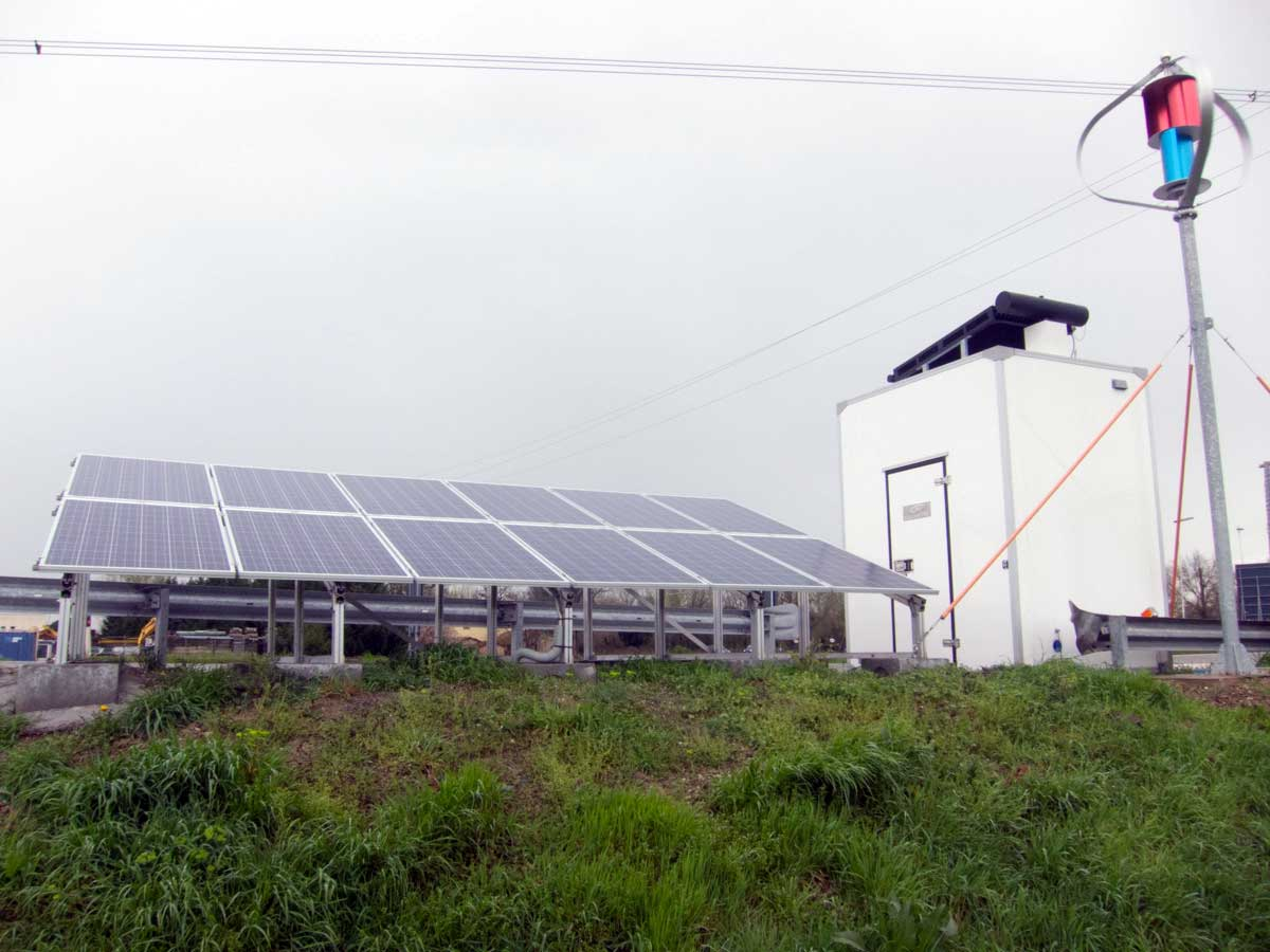 HIGHWAY Passive shelter with solar and wind generation